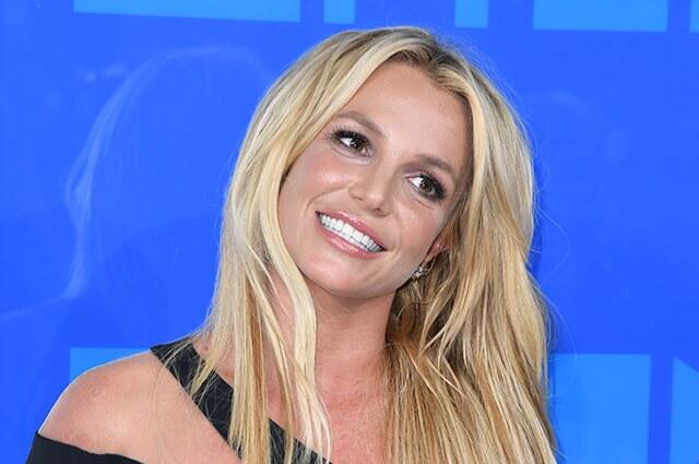 """Britney Spears explica motivo de sus fotos en topless: """"No me operé los senos, ni estoy embarazada"""""""